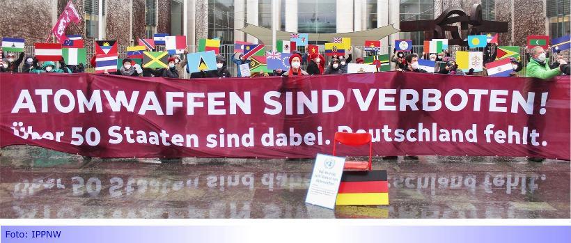 """Flaggentag der """"Mayors for Peace"""" am 8. Juli in Mönchengladbach • IPPNW fordert Beitritt Deutschlands zum Atomwaffen-Verbotsvertrag"""