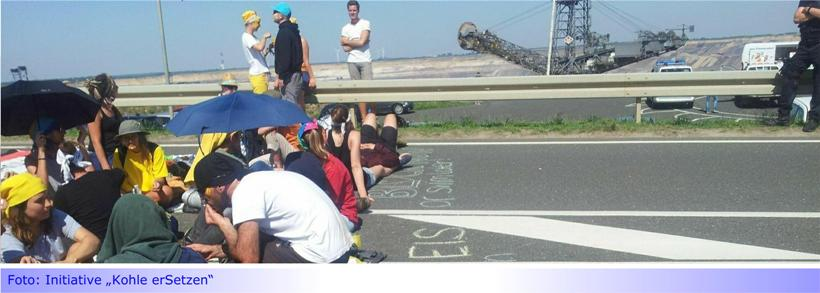 """Tagebau Garzweiler durch Blockaden umzingelt • Aktionsgruppe """"Kohle erSetzen!"""" fordert: Sofort raus aus der Kohle!"""