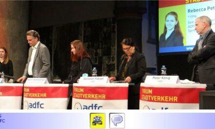 """ADFC-Forum Stadtverkehr #6: """"Raus aus der Stadt, aber wie?"""" mit guter Organisation •  Wenig Erkenntnisgewinn durch und bei Bundestagskandidaten aber mit diskussionswürdigen """"Highlights"""""""