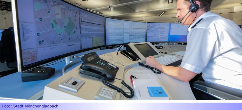 Mönchengladbacher Feuerwehr mit neuer Technik in der Leitstelle