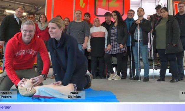 Jeder Mensch kann helfen • Erste-Hilfe-Kurs für Blinde bei der Feuerwehr Viersen