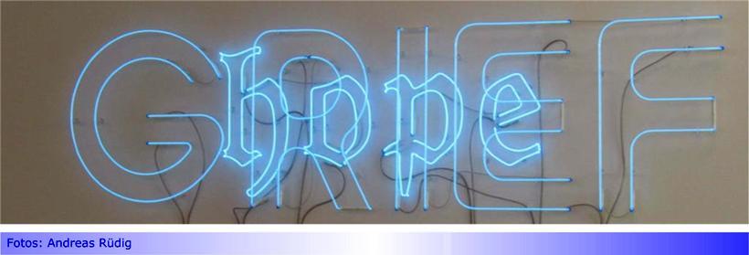 """Andrea Bowers mit """"Grief and Hope"""" im Museum Abteiberg • Ökologie, Ökofeminismus und Klimaschutz als Kunst"""