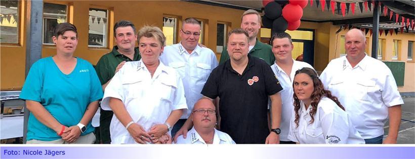 Bruderschaft Wanlo übergibt Spende für guten Zweck an Speicker Königshaus